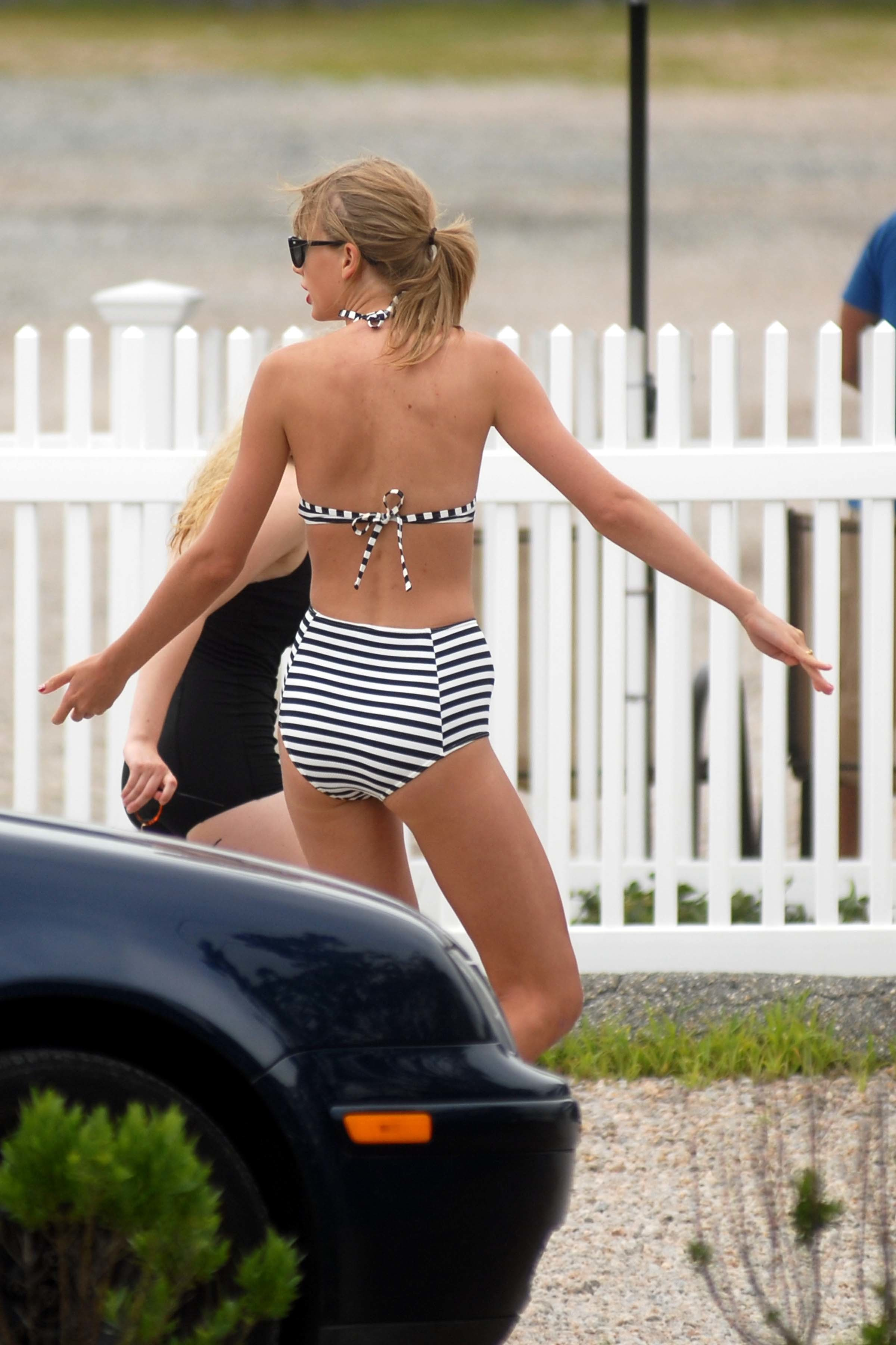 Taylor Swift Actually Has A Pretty Decent Ass Woodberry