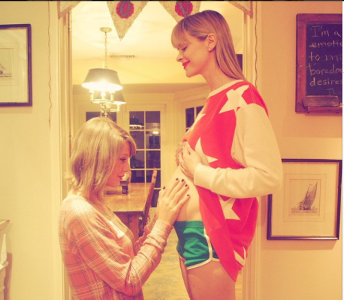 Taylor Swiftannounces that she'll be the godmother to... celebrity
